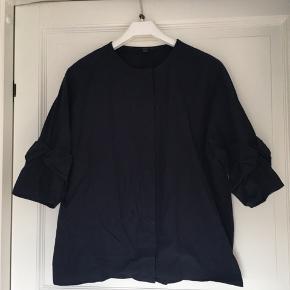 Fin skjorte der ikke er blevet gået med rigtig.  Kæber betaler porto :)