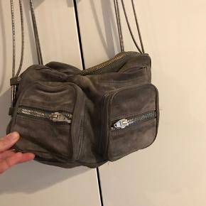 Lækker taske. Har lidt patina, men ingen huller eller lign.