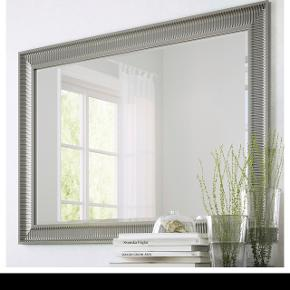 Stort IKEA spejl, købt sommeren 2018. Mål: 91x130 cm. Hentes på Frederiksberg