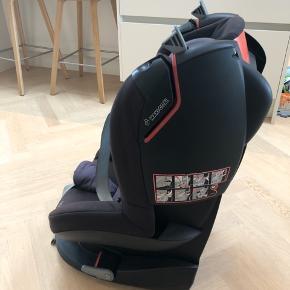 Autostol i mærket maxi-cosi fra 9-18 kg  God som ekstra stol, man kan godt se den er brugt men den har ikke været i uheld eller noget i den stil.