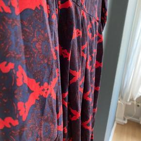Vintage kjole. Billede nr 2 viser best farve. #sundaysellout