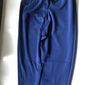Blå Adidas bukser. Condivo model. De er brugt men god stand