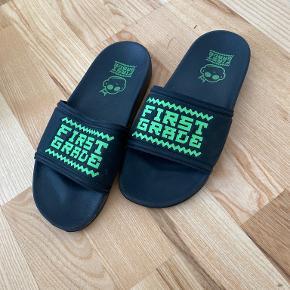 First Grade sandaler