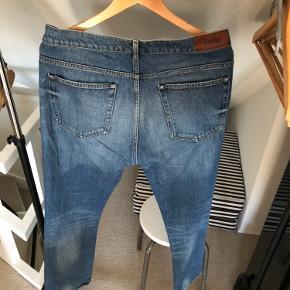 Super fede Acne Roc vintage jeans i str 34/32.  Standen er rigtig god og der er masser af gode dage i disse endnu.