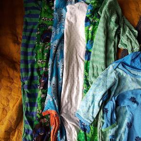 En stor tøjpakke med mange dele til den lille. Lækre mærker