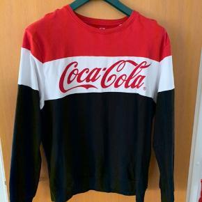 Brugt 2-3 gange  Coca cola bluse  Mega lækker og rar at have på :)