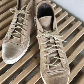 Lofina sneakers