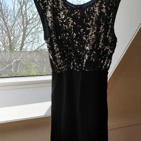 Brand: Modstrøm Varetype: Skøn kjole Farve: Se billeder Prisen angivet er inklusiv forsendelse.