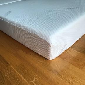 2 styks tempur madrasser med memory skum - former sig efter kroppen ved kropsvarme.  6 mdr gamle, brugt i 1 mdr.  Ingen pletter. Vaskbart betræk   Sælges samlet og prisen er for begge madrasser