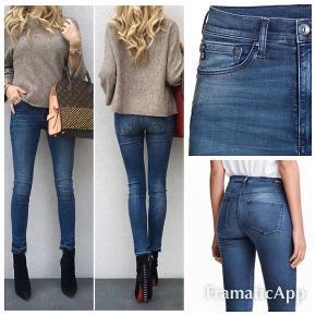 """NYE Str 33/32 shaping High waist jeans fra H&M  DE ER SUPER BLØDE, tynde og lækre med meget strech.   Aldrig brugt dog vasket, da jeg har set forkert og troede det var str 30/32 ..   Np 400 kr sælges for 200 plus Porto/gebyr    #Secondchancesummer  """"Skab"""""""