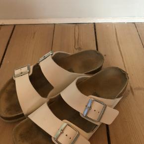 Den rareste sandal! Skriv for flere billeder