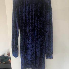 Mads Nørgaard velour kjole  Nypris 600