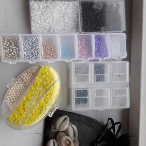 Billede 1. Perler koster 1kr. For 2 gram  Billede 2. Er nogen af de ting du kan lave af perlerne fx. Billede 3. Er 11 muslinger for 2kr. For 1 musling. Hvis du kunne være interesseret i at købe en af armbåndene koster de 10-15 kr. Stykket, 2 for 20