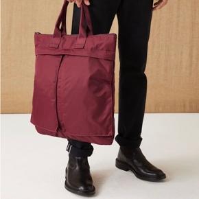 Bourdeux taske fra arket til mænd eller kvinder  Np: 750 kr  Skriv endelig med bud