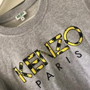 Ny sweat fra KENZO.   Brugt et par timer, men er desværre købt for lille.