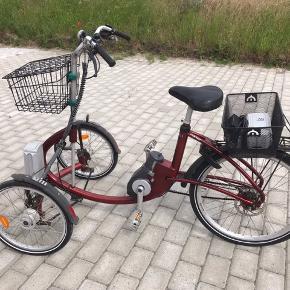 Handicapcykel Viktor Power El, 7 gear. 9.500 kr Lav indstigning. 2 nye batterier, oplader, fine dæk, ny godkendt lås, ny cykelkurv m/aftagelig låg + alm cykelkurv, Brugsanvisning. Pris 9.500 kr Afh. 3630 Jægerspris  Opslået flere steder