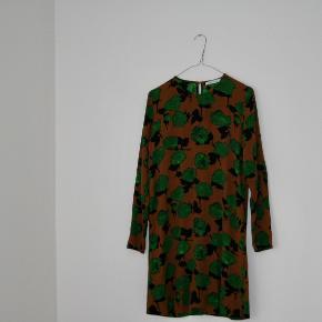 Kjolen er brugt og vasket omkring 1-2 gange