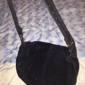 Sælger min nunoo taske da jeg ikke får den brugt længere :)