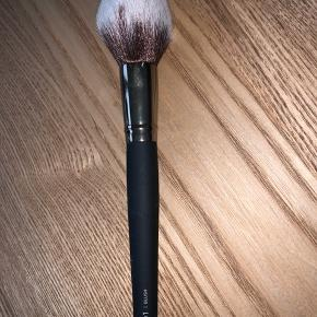 Helt ny blush børste fra M. Cosmetics - Aldrig brugt