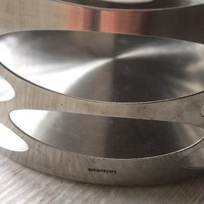 Velholdt Stelton frugtskål eller brødskål hvis man har en Stelton brødpose - stadig meget trendy.
