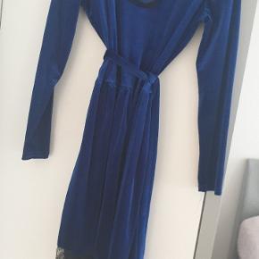 velour kongeblå sød kjole