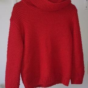 Rød striktrøje fra ZaraBrugt meget, den er lidt slidt, men kan stadig bruges Np = 150kr Mp = 50kr
