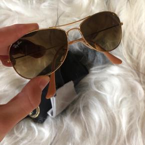 Sælger disse Ray-Ban solbriller, da de ikke bliver brugt længere, er i tvivl om hvad modellen hedder men der står: RB3362 i stellet.   BYTTER IKKE 🌼