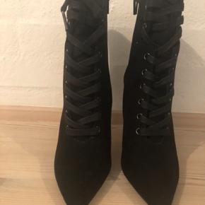 Kylie Jenner stil lækre stiletter / støvletter 🖤🖤