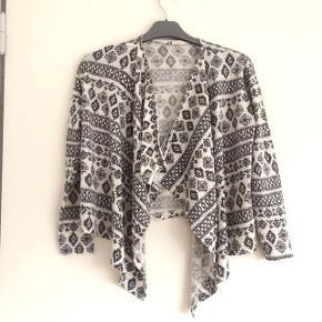 H&M mønstret strikcardigan uden lukning str 134-140 cm 8-10 år. Matr. 54% polyester, 44% viscose og 2 % elastan