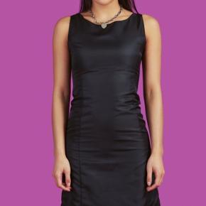 Aldrig brugt, utrolig flot unif kjole, bestilt for lille. Købt for 650kr, kom med et bud.;)