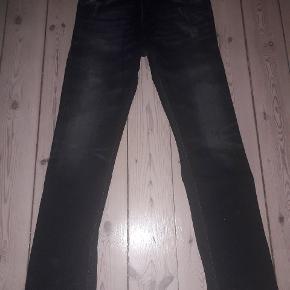 Diesel jeans size 30. Mørke med slitage-look. Brugt få gange. Sendes ikke.