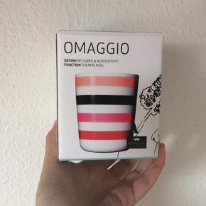 Kähler - omaggio termo kop ALDRIG BRUGT! (Stadig i æske!) Farve: hvid med røde striber Køber betaler Porto!  >ER ÅBEN FOR BUD<  •Se også mine andre annoncer•  BYTTER IKKE!