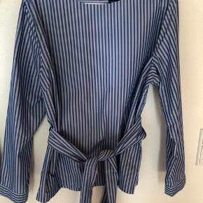 Super lækker bluse er som ny Måler 2 x 60 over bryst