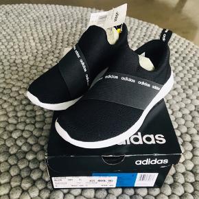 Super fede Adidas sneakers. Str 36, men kan passes af en str 35. Sælges for 300 inkl via postnord B-post/mobilpay