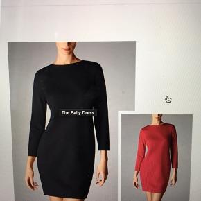 Rigtig fin kjole fra Wolford i str 36.  Der er en smule elastik i stoffet som er i kraftig kvalitet Brugt få gange og er i flot stand.  Sælges da jeg har skiftet job og den daglige garderobe er ændret Oprindelig pris var vist ca. 2500kr