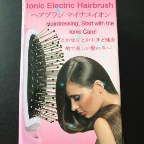 Adventure Bliss ionic hair brush. Er kommet til at købe 2. Helt ny, ubrugt.