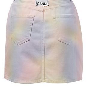 Ganni regnbue nederdel. Nypris 1700,-