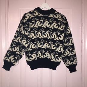 IKKE other stories, men flot hjemmestrikket sweater med mønster. Fitter en xs-m.