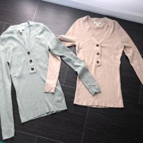 2 Skønne bluse nye  😀 aldrig brugt Nypris pr stk 199kr  Begge sælges for 150kr 🌸🌸🌸