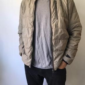 ❤️ Rigtig lækker Alis jakke, som jeg desværre ikke kan passe. Super cool og perfekt til det kommende vejr. Rigtig dejlig dag!