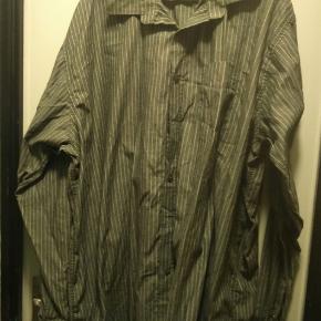 Nålestribet skjorte i str. XXL