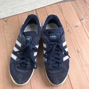 Fine Adidas Topanga sneakers str. 37 1/3 sælges, da jeg ikke får dem brugt mere.   De er egentlig i fin stand og er nok egentlig kun falmet en 10% i farven.   Fejler absolut intet.