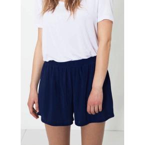 Moss Copenhagen mørkeblå shorts, de har elastik i livet   størrelse: S   pris: 70 kr   fragt: 37 kr