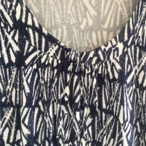 Sommerkjole med bindebånd i taljen. Sender med DAO Forsendelse 38kr