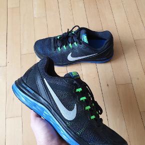 Nike Dual Fusion Run 3 løbesko  Brugt 5 gange på løbebånd. - fremstår derfor som nye. Cond 9/10 Intet OG medfølger