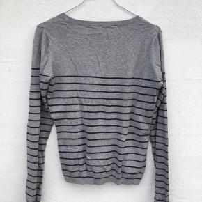 Blød sweater fra mærket Custommade, som består af 15% cashmere og 85% bomuld - Skriv endelig hvis der er spørgsmål;)
