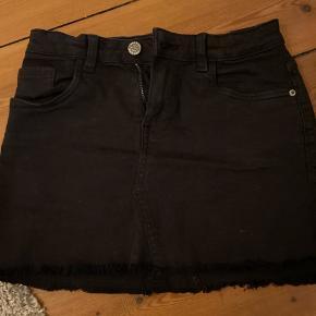 MANGO kids nederdel, fitter xs, dog lidt kort.   ÅBNE FOR BUD