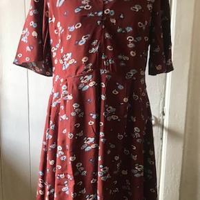 Smuk kjole. Helt ny