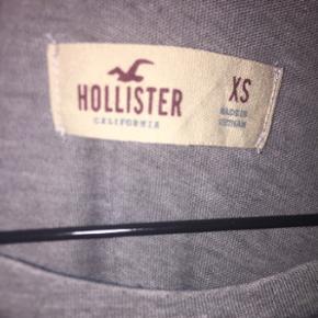 Trøje fra Hollister, købt i USA og næsten ikke brugt. Kan ikke huske np men tror det var omkring 200kr, BYD