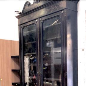 Magnifique meuble style napoléon IIIPossibilités de livraisons avec un supplément